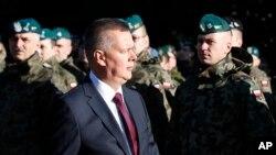 Menteri Pertahanan Polandia Tomasz Siemoniak mengatakan bahwa jumlah pasukan di tiga pangkalan akan meningkat dalam tahun-tahun mendatang.