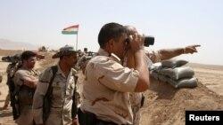 Pasukan Kurdi Peshmerga mengawasi pinggiran kota Gwer untuk memantau pergerakan militan ISIS (foto: dok). AS melatih dan mempersenjatai pasukan Kurdi Irak.