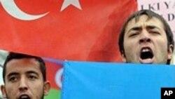 土耳其抗议者在体育场外