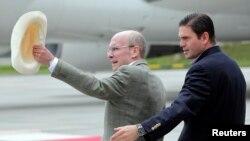 El embajador de Estados Unidos en Colombia, Peter McKinley, con el Ministro de Defensa de ese país, Juan Carlos Pinzón.