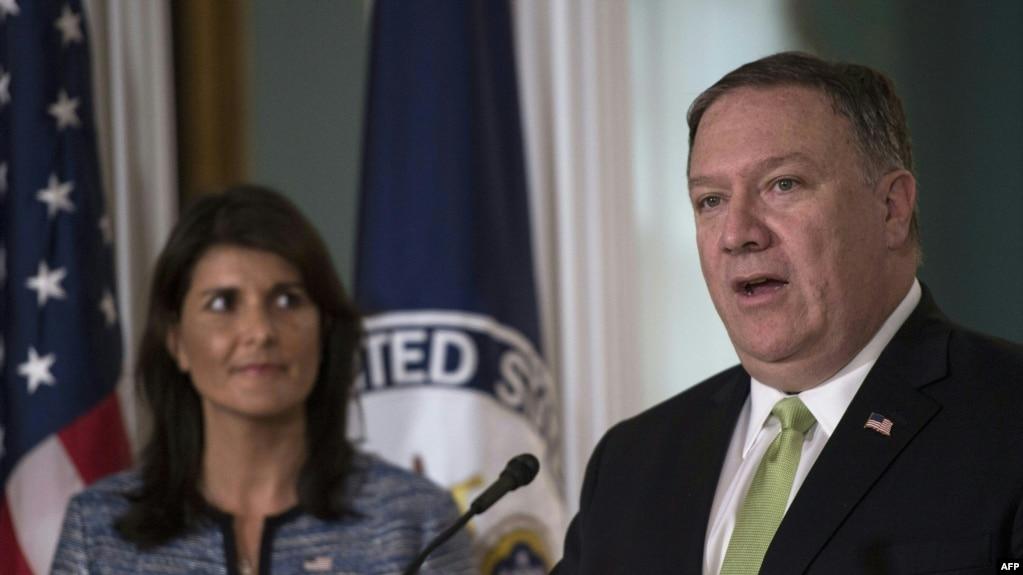 美國國務卿彭佩奧和美國常駐聯合國代表黑利大使在華盛頓美國國務院宣布美國退出聯合國人權理事會。 (2018年6月19日)