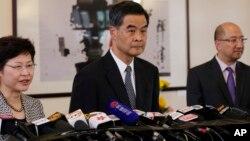 Pemimpin eksekutif Hong Kong Leung Chun-Ying (tengah) mengatakan demonstrasi 'Occupy' telah berakhir (foto: dok).