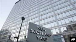 Markas besar kepolisian Inggris di London (foto: dok). Polisi Inggris menangkap 3 tersangka perencana bom di kota Birmingham pada bulan September 2011.