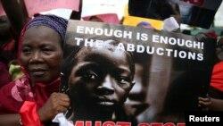 تظاهرات گروهی از مردم در اعتراض به ربودن دختران در نیجریه، لاگوس، ۱۵ اردیبهشت ۹۳
