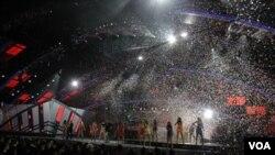 Los Latin Grammy se realizaron en Las Vegas en una noche en la que participaron artistas como Alejando Fernández, Alejandro Sanz, Juán Luis Guerra, Ricky Martin, Marc Anthony, José Luis Perales, entre otros.