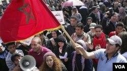Demonstrasi anti-pemerintah di Rabat, Maroko, 20 Februari lalu. Protes yang juga berlangsung di berbagai kota di Maroko mendorong berlangsungnya reformasi di negara ini.