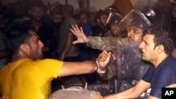 巴格達防暴警察與示威者發生衝突