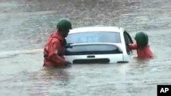 호우로 물에잠긴 차량(자료사진)