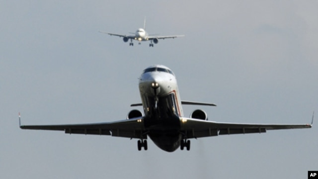Planes take off and land at Washington's Reagan National Airport in Alexandria, Virginia, August 4, 2011