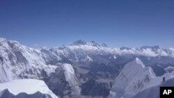 CLIMBING-NEPAL/LAMA