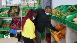 Des agriculteurs lancent le premier marché de vivres en plein air de Nairobi