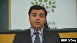 HDP Eş Genel Başkanı Selahattin Demirtaş, Avrupa Parlamentosu ve Avrupa Birliği Komisyonu'nda temaslarda bulundu.
