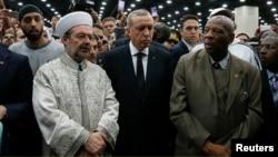 ترکی کے صدر رجب طیب اردوان بھی نماز جنازہ میں شریک ہیں۔