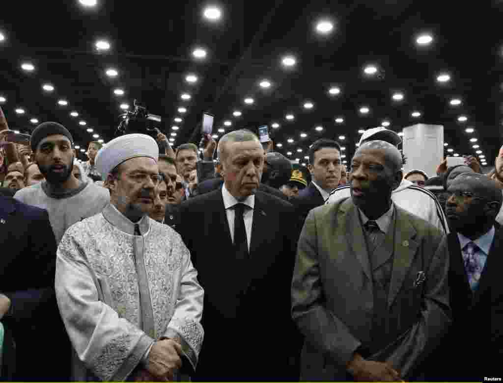 ترکی کے صدر رجب طیب اردوان بھی نماز جنازہ میں شریک ہوئے۔