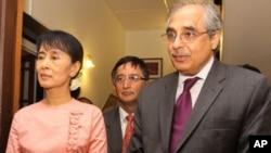 聯合國特使南比亞爾與緬甸反對派領袖昂山素姬會面