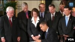 El 23 de marzo de 2010, el presidente Barack Obama firmó la histórica ley sobre reforma de salud. La primera de este tipo a nivel federal en el país.