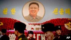Chân dung của lãnh tụ quá cố Kim Jong Il tại Bình Nhưỡng, ngày 16/2/2014.
