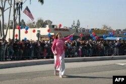 Bà Loretta Sanchez trong cuộc diễn hành Tết Canh Dần tại Quận Cam