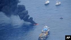 Пожар на платформе Deepwater Horizon британской нефтяной компании BP. Мексиканский залив. 26 мая 2010 г.