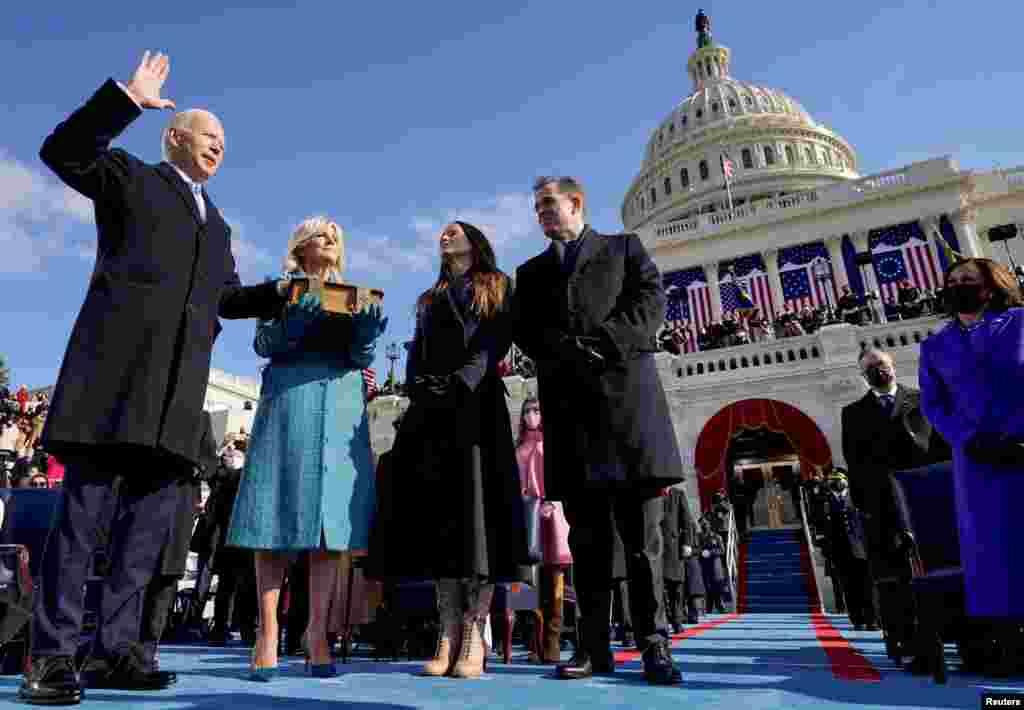 លោក Joe Biden ធ្វើសច្ចាប្រណិធានចូលកាន់តំណែងជាប្រធានាធិបតីទី៤៦ របស់សហរដ្ឋអាមេរិក នៅវិមានសភាសហរដ្ឋអាមេរិក ក្នុងរដ្ឋធានីវ៉ាស៊ីនតោន ថ្ងៃពុធ ទី២០ ខែមករា ឆ្នាំ២០២១។
