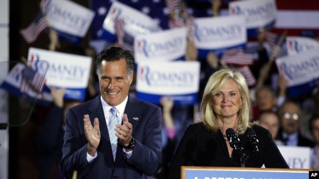 Kandidat Presiden AS dari Partai Republik, Mitt Romney dan istrinya, Ann, di Manchester (24/4).