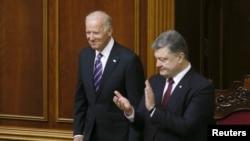 拜登(左)到訪烏克蘭國會