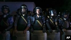 Polisi Armenia mengamankan lokasi kantor polisi di Yerevan yang diduduki kawanan bersenjata (foto: dok).