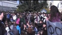 2012-02-18 美國之音視頻新聞: 希臘可望獲得第二筆援助貸款