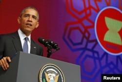 ປະທານາທິບໍດີ ສະຫະລັດ ທ່ານ Barack Obama ກ່າວທີ່ ກອງປະຊຸມ ສຸດຍອດ ASEAN ກ່ຽວກັບທຸລະກິດ ແລະ ການລົງທຶນ ທີ່ນະຄອນ Kuala Lumpur ປະທດ Malaysia ພະຈິກ. 21, 2015.