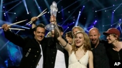 Winner of the 2013 Eurovision Song Contest Emmelie de Forest of Denmark who sang Only Teardrops, celebrates with the trophy after the final at the Malmo Arena in Malmo, Sweden, May 18, 2013.