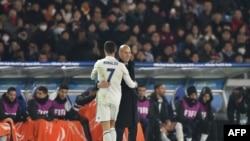 Zinedine Zidane iyo Cristiano Ronaldo .