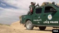 افغان امنیتی چارواکي وایي چې د کندهار ارزګان په لویه لار د دریو ورځو راهیسې د افغان ځواکونو او وسله والو مخالفانو ترمنخ نښتې روانې دي.