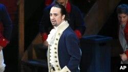 """Lin Manuel Miranda y el elenco de """"Hamilton"""" actuaron en los premios Tony en el Teatro Beacon en Nueva York, el domingo, 12 de junio de 2016."""
