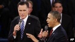 Tổng thống Obama và ứng cử viên đảng Cộng hòa Mitt Romney tranh luận tại đại học Hofstra ở New York, ngày 16/10/2012