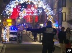 Francia continúa tras la pista del atacante en mercado navideño en Estrasburgo el martes 11 de diciembre de 2018.
