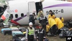 Máy bay rớt làm ít nhất 40 người thiệt mạng và 15 người được cứu sống.