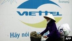 Một quảng cáo của Viettel trên đường phố Hà Nội.