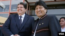 Alan García (izq.) presidente de Perú, reactivó la posibilidad de que Bolivia, gracias al diálogo con el presidente Evo Morales, pueda recuperar una salida al mar.