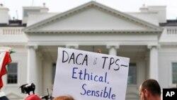 El Departamento de Seguridad Nacional anunciaría este lunes que los salvadoreños amparados con el TPS tienen hasta septiembre de 2019 para abandonar el país o encontrar otra manera de obtener la residencia legal.