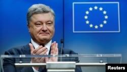 Tổng thống Ukraine, Petro Poroshenko, đã lên tiếng hoan nghênh quyết định của EU.