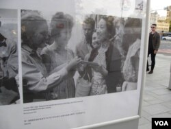 俄罗斯塔斯社今年夏季展出照片介绍俄中关系。中国电影女演员于蓝1961年出席莫斯科国际电影节。