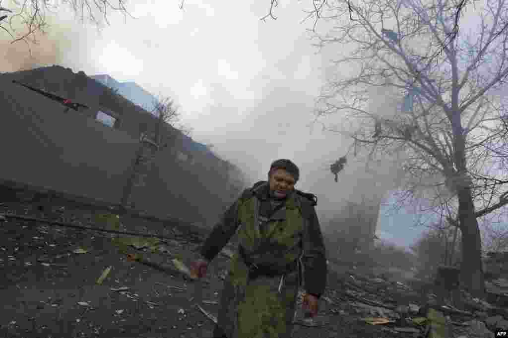 علیحدگی پسند باغیڈونٹسک کے قصبے دیبالتسوا پر قبضے کے لیے کوشاں ہیں۔