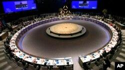Para pemimpin negara-negara di dunia menghadiri sesi pembukaan KTT SUmmit di Den Haag, Belanda, Senin (24/3).