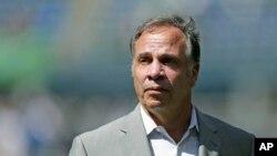 بروس ارینا، مربی تازه مقرر شدۀ تیم ملی فوتبال امریکا هم نتوانست حضور تیم فوتبال این کشور را در روسیه یقینی سازد..