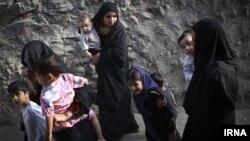 بیشتر کودکان در یک منطقه از محله فرحزاد تهران شناسنامه ندارند.