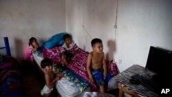 Napuštena deca u prihvatnom centru u Meksiku u blizini granice sa SAD, 10. jul 2014.