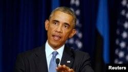 Presiden AS Barack Obama dalam konferensi pers di Tallinn, Estonia (3/9). (Reuters/Larry Downing)