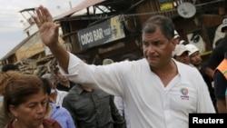 El presidente ecuatoriano, Rafale Correa, presentó cinco medidas económicas tras el mortal terremoto.