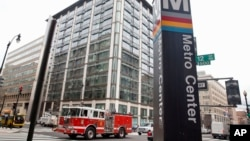 Los 60 pasajeros afectados por el descarrilamiento estaban siendo evacuado a la estación Metro Center, en el centro de Washington, D.C.