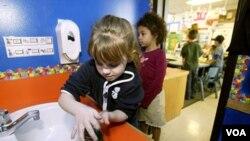 Rajin mencuci tangan merupakan resep ampuh untuk mencegah flu dan diare (foto dok.)